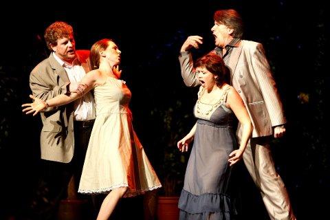 HØR ETTER'A!: Operaballet byr på klassiske operaingredienser som kjærlighet, sjalusi, rivalisering og dramatikk.     På scenen får Trond Halstein Moe (til høyre) følge av tre av landets beste sangsolister, Henrik Engelsviken (fra venstre), Marit Sehl og Tanja Leine.BEGGE FOTO: TOM GUSTAVSEN