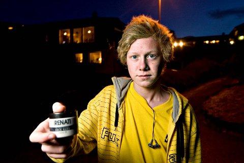 I likhet med mange andre 15-åringer er Heine Aardal Lothe avhengig av hårvoks. Det fikk øynene hans svi for, og han havnet på sykehus (20.01.2009).