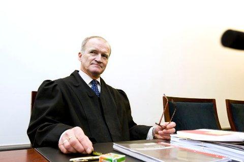 Erling Lyngtveit, Tor Arne Uppstrøms advokat.