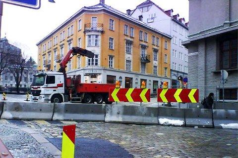 Christian Michelsens gate i Bergen sentrum er stengt. Endringen i kjøremønsteret skal vare til 24. juni i år, ifølge Bergen kommunes nettside.