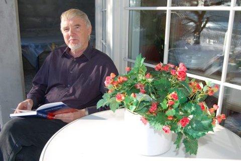 ØKONOMISK TEORI: Johannes Akkerhaugen har lenge interessert seg for økonomiske teorier. I boka «Ego-koden» lanserer han sin egen modell, egoaltruisme.