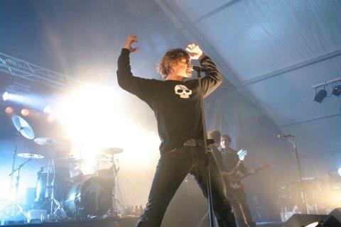 Dum Dum Boys er siste band på scena under Sommarfesten i Førde.