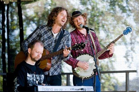 Real Ones har tidligere gitt uttrykk for at de digger Proffene. I går spilte bandene sammen på Mangfoldfestivalen (14.06.2009).