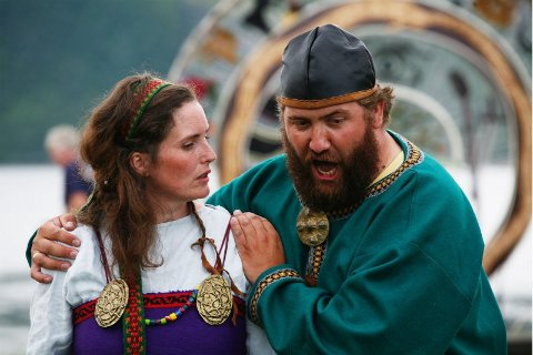 Stadig oppdrag. Kristian Krokslett har sunget mye i Salten og Nordland, som her i musikkspillet Ragnhilds Drøm, sammen med Hildegunn Pettersen. Nå kan tilbudene fra resten av landet begynne å komme.Foto: Helge Grønmo