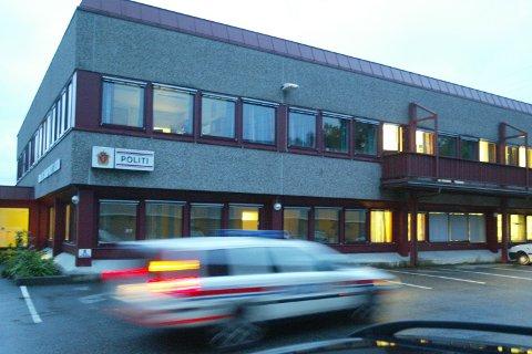 Det var inne på politistasjonen i Åsane at skjellsordene haglet mot politibetjenten.