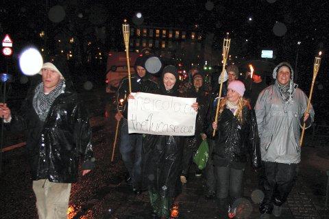 Et 20-talls personer samlet seg mot svineinfluensa-saksinen torsdag kveld.
