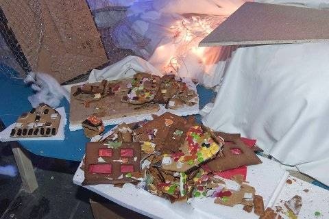 Pepperkakebyen ble ødelagt av vandaler (22.11.2009).