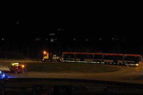 Bybanevogn 201 i rundkjøringen på Nyborg ved Gullgruven (08.12.2009).