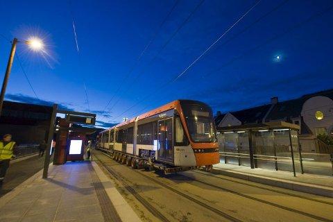 Det første vognsettet sto klart til å bli satt på skinner på Kronstad (08.12.09).