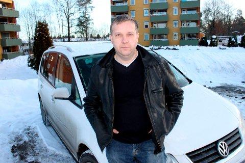 Skadene på Stein Hugo Sørensens bil var etter innbruddet så store at han måtte kjøpe ny bil. Tre ungdommer er nå dømt til fengsel og samfunnsstraff for forsøk på tyveri av fem biler. Guttene står bak til sammen over 60 biltyverier og bilinnbrudd.