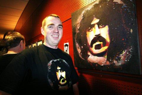 Festivalutstilling: Billedkunstner Jan Olav Forberg har designet plakat og t-skjorte til festivalen. Her med en Zappa-grafitti.