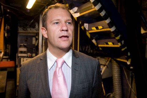 Bjarte Hjelmeland kommer ikke til å fortsetter stillingen som teatersjef i Bergen etter 2011.