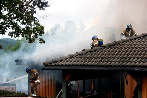 Kravet om at alle brannmannskaper skal kunne utføre  alle arbeidsoppgaver, har ført til strid mellom kommunens ledelse.