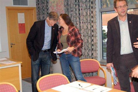MYE Å SNAKKE OM: Rådmann Thor Smith Stickler og kommunalsjef Anne Marit bakka har mye å snakke om for tida. (Foto: Lars Ivar Hordnes)
