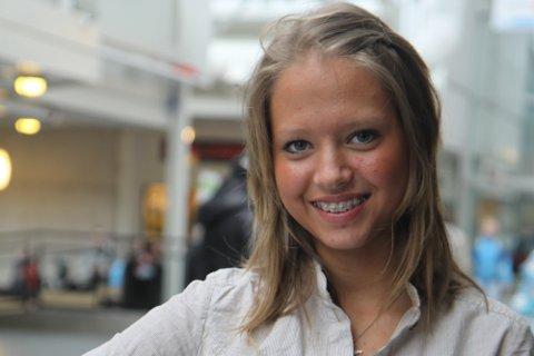 SPELESUGEN: Karoline Sandvik var ei av dei som vart eit offer for nye reglar i fjor, og dermed ikkje fekk spela kampar på seniornivå. No er den talentfulle ENK-spelaren klar for å visa kva ho er god for.