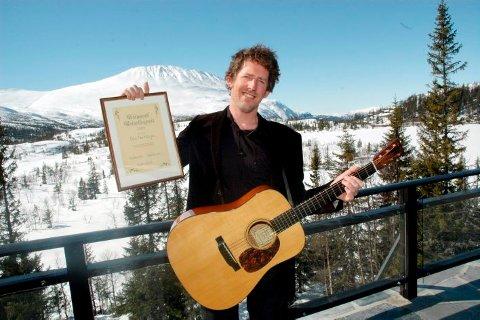 REISELIVSPRIS: Odd Nordstoga fikk i går Telemark reiselivspris. Utdelingen skjedde i «turistvær» på Gaustablikk.