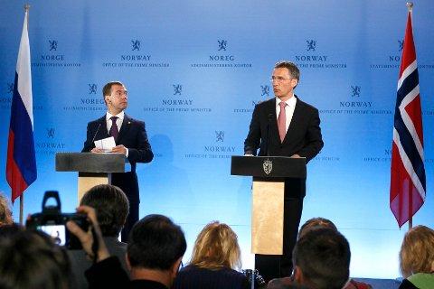 Dmitrij Medvedev og Jens Stoltenberg under pressekonferansen hvor de kunngjorde at Russland og Norge har blitt enige om delelinjen i Barentshavet.