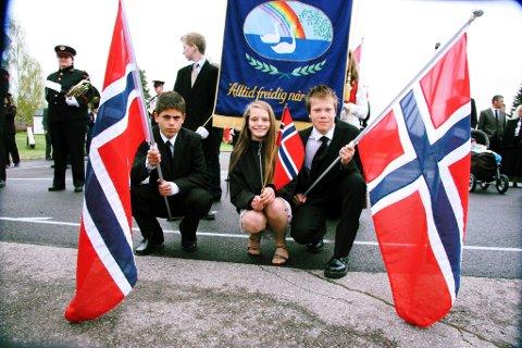 KLARE FOR TOG: Sjuendeklassingene Martin Lommerud, Julie Maliberg og Nicolay Alexander Strand klare for å gå i tog ved Jara. FOTO: KJELL I. WÅLBERG