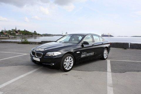 Stilig og elegant: Nye BMW 5-serie har en tidløs form. Lang front signaliserer krefter. (Foto: Knut Jørgen Solheim Heum)