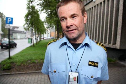INGEN NYE SVAR: Politiinspektør Einar Sparboe Lysnes sier avhøret av sjåføren av ulykkesbilen ikke har gitt noen nye svar på hvorfor Elly Birgitte Klaudiussen måtte bøte med livet midt i Storgata i Tromsø onsdag.