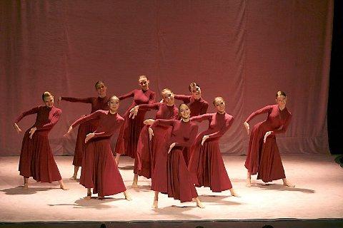 SUKSESS: Forestillingen ble en suksess i Mosjøen, publikum takket både musikere og dansere med langvarig og taktfast applaus.