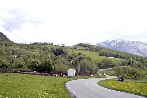 STEDET: Feltet ligger like ved fylkesvei 78 ved Myrmoen i Holandsvika.