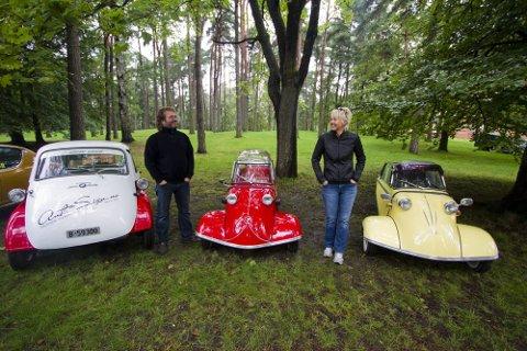 Ekteparet Erik og Mary-Ann Gjermundsen fra Fredrikstad stilte blant annet ut to tyske Messerschmitt-kjøretøyer fra 50-tallet. (Foto: Tobias Nordli)