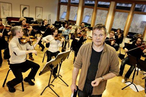 """Ketil Høegh og Tromsø kammerorkester forbereder seg til konserten """"Jeg elsker deg"""""""
