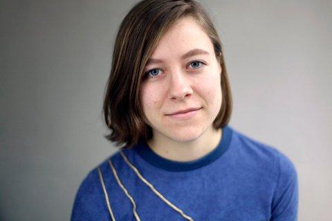 Anna Kleiva (25) fra Vinstra debuterer med dikt i disse tider.