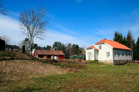 På Nustadjordet, sør for dagaktivitetssenteret Nustad går, planlegger Bamble kommune å bygge 8-10 boliger for funksjonshemmede. Reguleringsplanen sendes nå ut på høring.