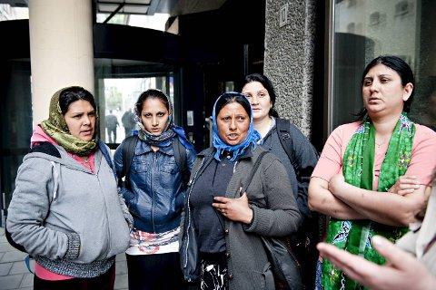 Sigøynerne i Bergen mener myndighetene burde gjort mer for å gi dem jobb. ? Får vi en jobb, så tar vi den, sier de.