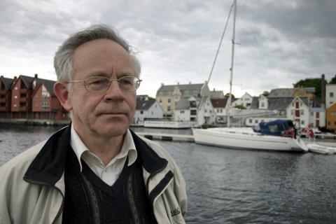 Eivind Hjellum er styremedlem i Kystvegen Ålesund - Bergen. Han har på vegner av styret lagt ut eit innlegg der han ber om svar frå dei politiske partia i Sogn og Fjordane.