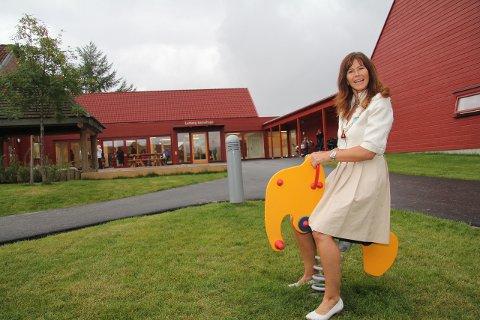 - Tenk å få gå i en slik spennende barnehage. Det er nesten så en ønsker en var liten igjen, sa ordfører Ann Sire Fjerdingstad og prøvde gyngeelefanten ute på de grønne plenene på lekeplassen i Lerberg barnehage.