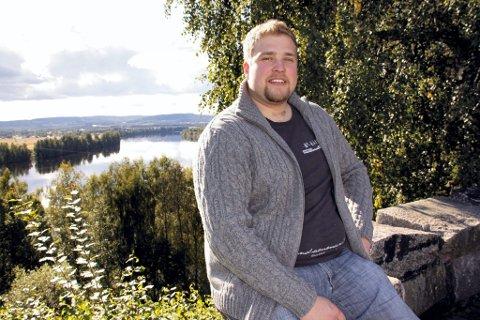 STEM: Ola Nystuen oppfordrer andre unge til å bruke stemmeretten. En stemmeseddel uten kumuleringer og strykninger vil bli lite verdt i kirkevalget i Våler.
