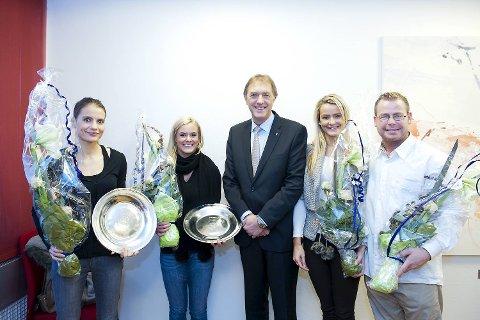Idrettsbyråd Gunnar Bakke hedrer VM-vinnerne i kickboksing: Tonje Sørlie, Fam Elgan, idrettsbyråd  Gunnar Bakke (Frp), Cathrine Heggøy Fonnes og trener Thomas Kristiansen.