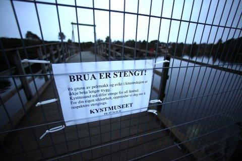 Ein ny rapport frå Norconsult konkluderer med at Keilevågbrua ikkje er stiv nok når det bles sterk vind. I ekstreme tilfelle kan brua kvelve. No må alle pålar byttast.