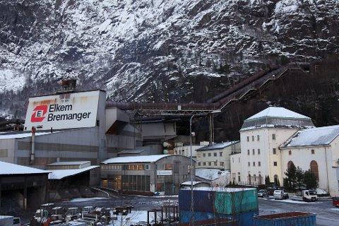 Elkem Bremanger smelteverk stansar omn 5 i fire veker.