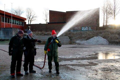 Tom Gundersrud, Tore Fosse benytter årets siste dag til å legge is på Furulund.