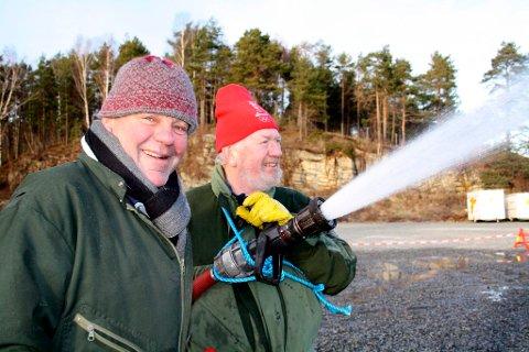 Nå blir det skøyte-is i Brevik, Brevik Olympiske Komite, BOK, foran Vinter-OL Brevik 2012. Tom Gundersrud og Willy Sjøstrøm.