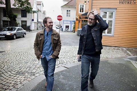 Erik Richter Strand og Trond Espen Seim leter etter locations i Bergen til filmene Kalde Hjerter og Bukken til havresekken.