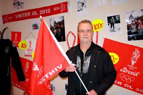 Leder Benny Nordstrøm av Stathelle Frimerkeklubb har fått laget eget OL-frimerke for Brevik.