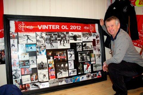 Denne fotokollasjen viser bilder med autografer fra alle idrettsstjerner av betydning i vinteridretten de siste 50 år. Det store, innrammede bildet auksjoneres bort i forbindelse med Vinter-OL i Brevik. Høyeste bud nå er 8000, sier John Fredrik Tittei Fosse.