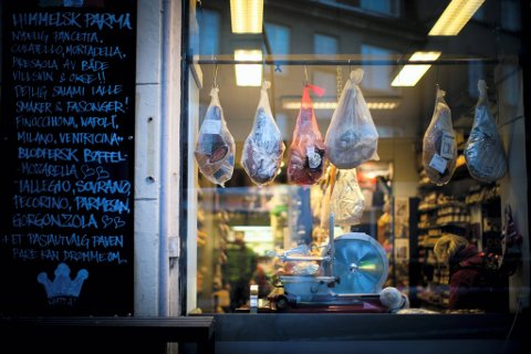MATOPPLEVELSEN: Butikken bugner av delikatesser i alle varianter.