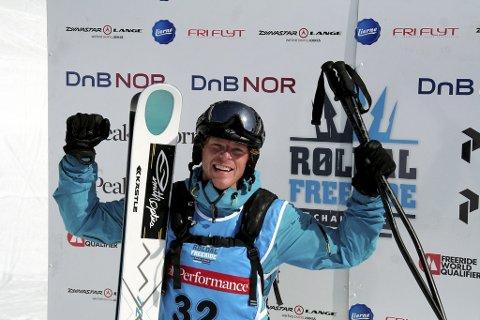 """Røldal Freeride Challange (RFC) gikk sammen med skimagasinet Fri Flyt sammen og satt opp tre kategorier i klassen herrer alpin, der den med flest stemmer fra hver kategori gikk videre til """"finalen"""" om et frikort til årets Freeride World Tour i Røldal. Cato Læregid fra Odda stakk av med seieren. Bilde er tatt under fjorårets RFC."""