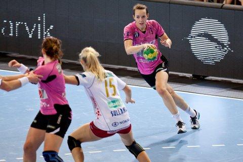 Kristine Lunde-Borgersen scoret fem mål mot Larvik, men Vipers tapte 30 - 21 i onsdagens kamp i Arena. (Foto: Peder Torp Mathisen)
