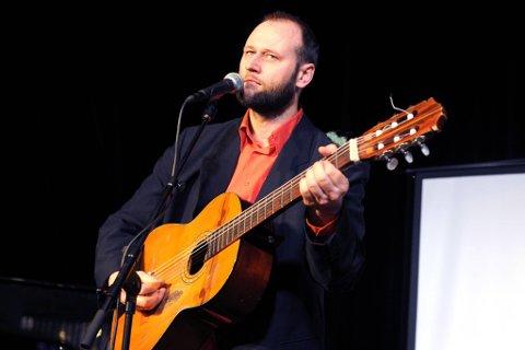 Årets Prøysenpris gikk til visesangeren Stein Torleif Bjella.