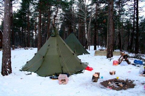 Rundt 70 mennesker sov i lavvo i Bullåsen i Brevik i helgen, i forbindelse med Vinter-OL i Brevik. Herfra er det bare noen meter til OL-arenaen på Furulund.