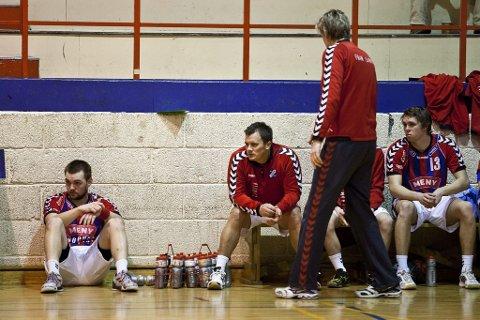 Ga alt: Frams trener, Are Ruud, var på tå hev hele kampen, og han fikk godt betalt for innsatsen. Lars Martin Andresen, Marius Sørlie og Petter Duvholt Larsen følger spent med.