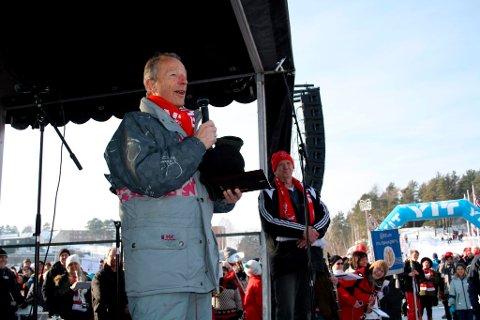Ordfører Øystein Beyer utnevnte lørdag Gerhard Heiberg til æresborger av Brevik by.