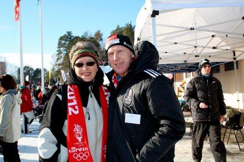 Lise Gusfre fra Brevik benyttet anledningen under Vinter-OL til å bli avbildet sammen med skikongen Oddvar Brå.